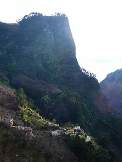 Wanderweg vom Miradorou in den Ort