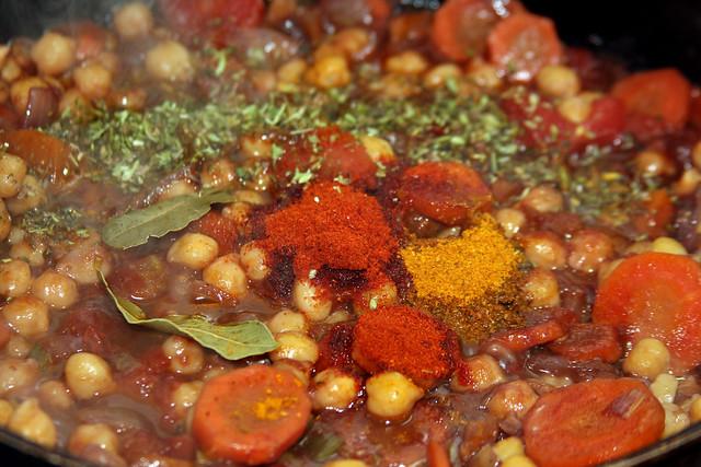 Pimentón dulce, Páprika picante, Curry ahumado, orégano, hoja de laurel