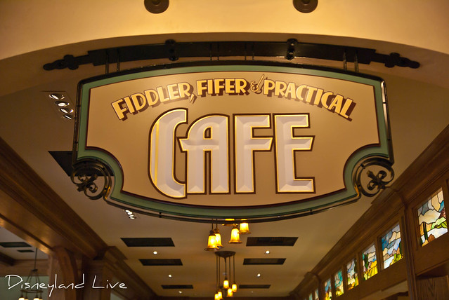 Buena Vista Street - Fiddler, Fifer & Practical Cafe
