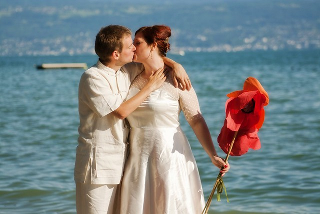 kisses by the lake (photo by nicola pravato)