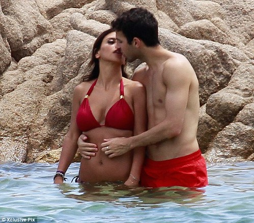 Cesc Fabregas girlfriend Sensual