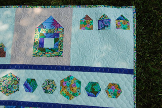 HousesAndHexiesQuilting1