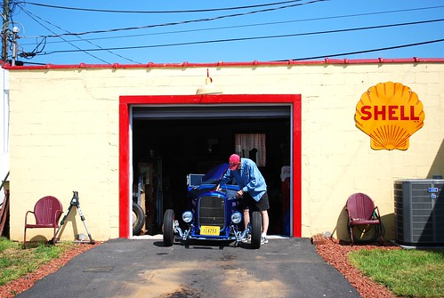 Back Alley Hot Rod Shop by Well Oiled Machines
