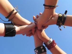 friends-holding-hands