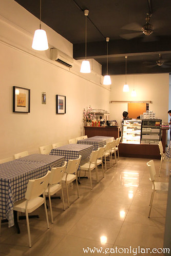 Interior, Indulge Café