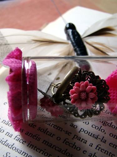 Anel e brincos rosa em frasco de vidro by kideias - Artesanato