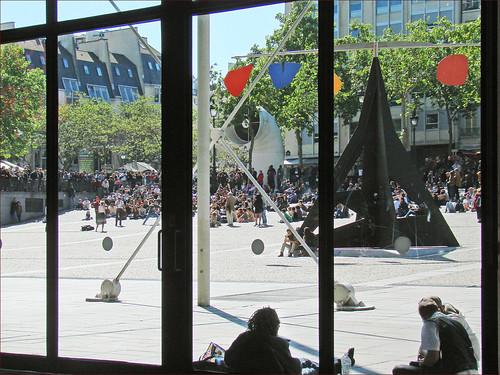 La piazza devant le centre Georges Pompidou (Paris)