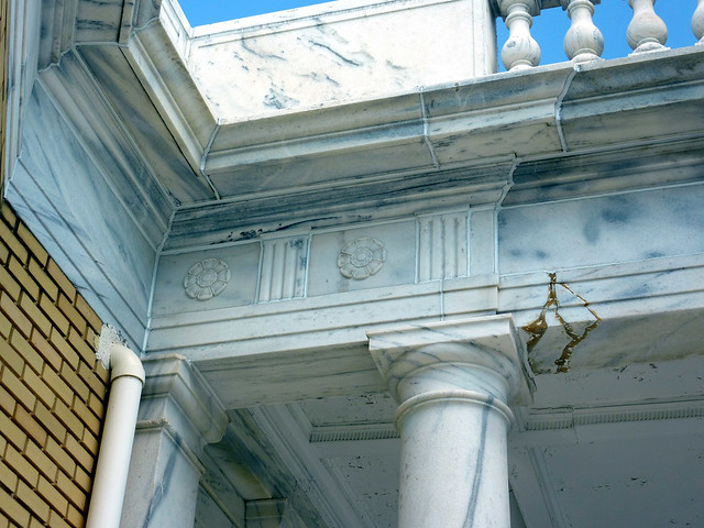 P1080707-2012-05-20-St-John-Chrysostom-Melkite-Church-Atlanta-portico-cornice-balustrade-full