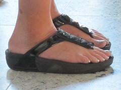 偏平足とは、足の裏の土踏まず部分のアーチがない状態を指します