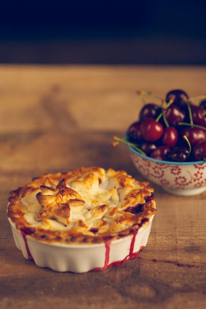 pastel de manzana y frutos rojos