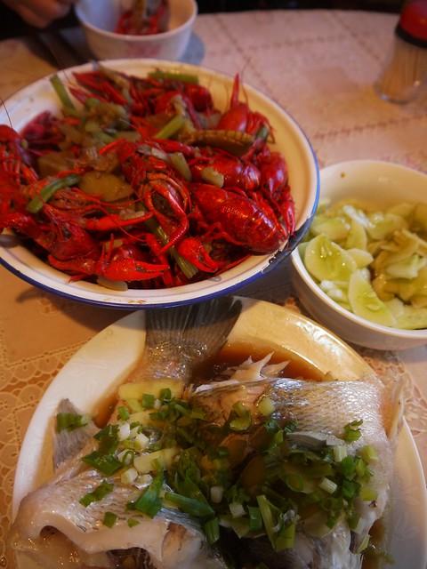 小龙虾和鲈鱼