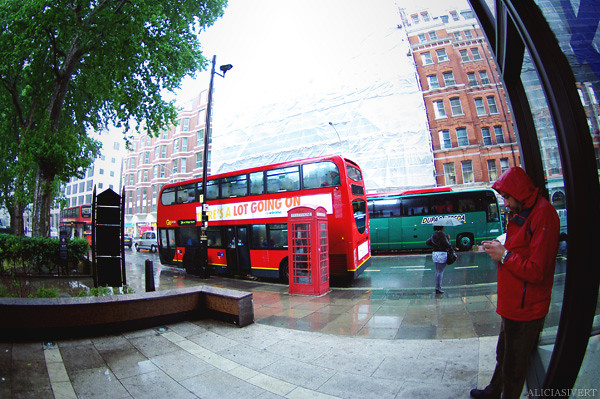 aliciasivert, alicia sivertsson, london, england, rain, raining, bus, red, regn, buss
