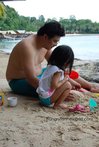 papa & euna building sandcastles