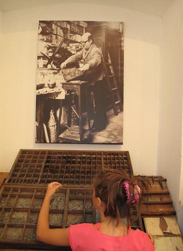 Η Νεφέλη μπροστά στη «κάσα» by Dina Koumpouli