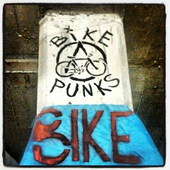 Bike punks - Graffiti en Edifici15o