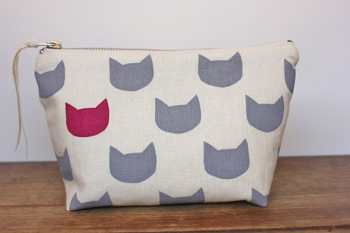 grey cats fushia - linen/cotton pouch