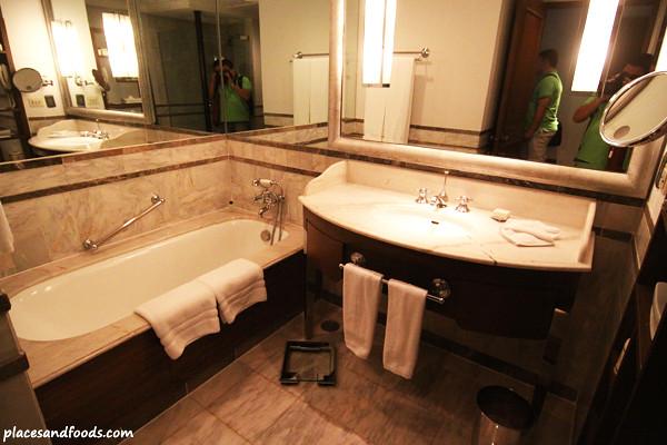 Grand Hyatt Erawan Hotel Suite Pictures