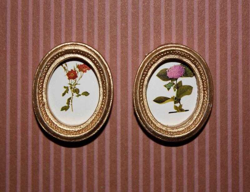 Дом Мечты №39 Банкетка для пианолы, четыре картины