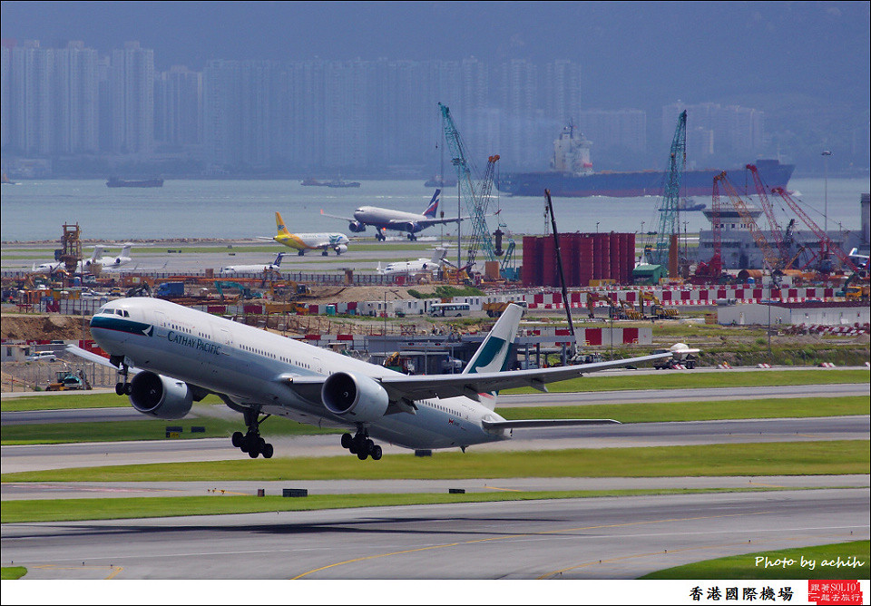 Cathay Pacific Airways / B-KPC / Hong Kong International Airport