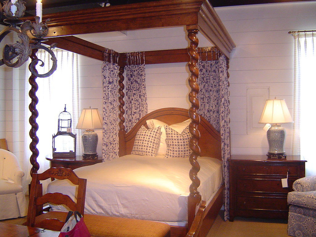 Mahogany Queen Bed With Barley Twist Post And Molded Canopy