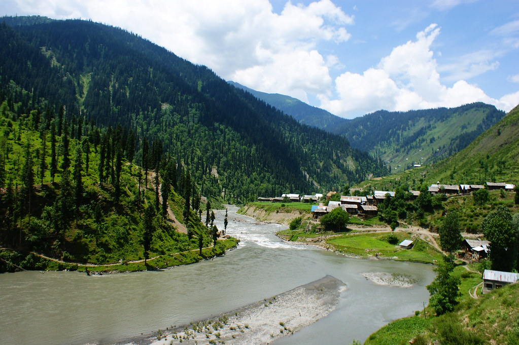 """MJC Summer 2012 Excursion to Neelum Valley with the great """"LIBRA"""" and Co - 7608861808 47e58586b4 b"""