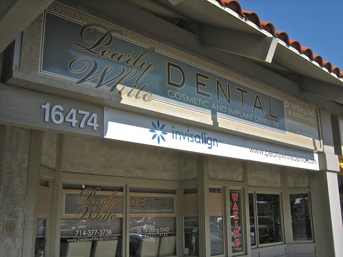 Pearly White Dental storefront
