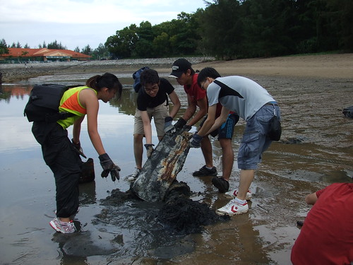 09earth-day-cleanup-tanah-merah-28apr2012[xu-weiting]
