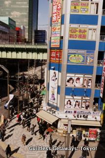 akihabara-maid-cafe.jpg