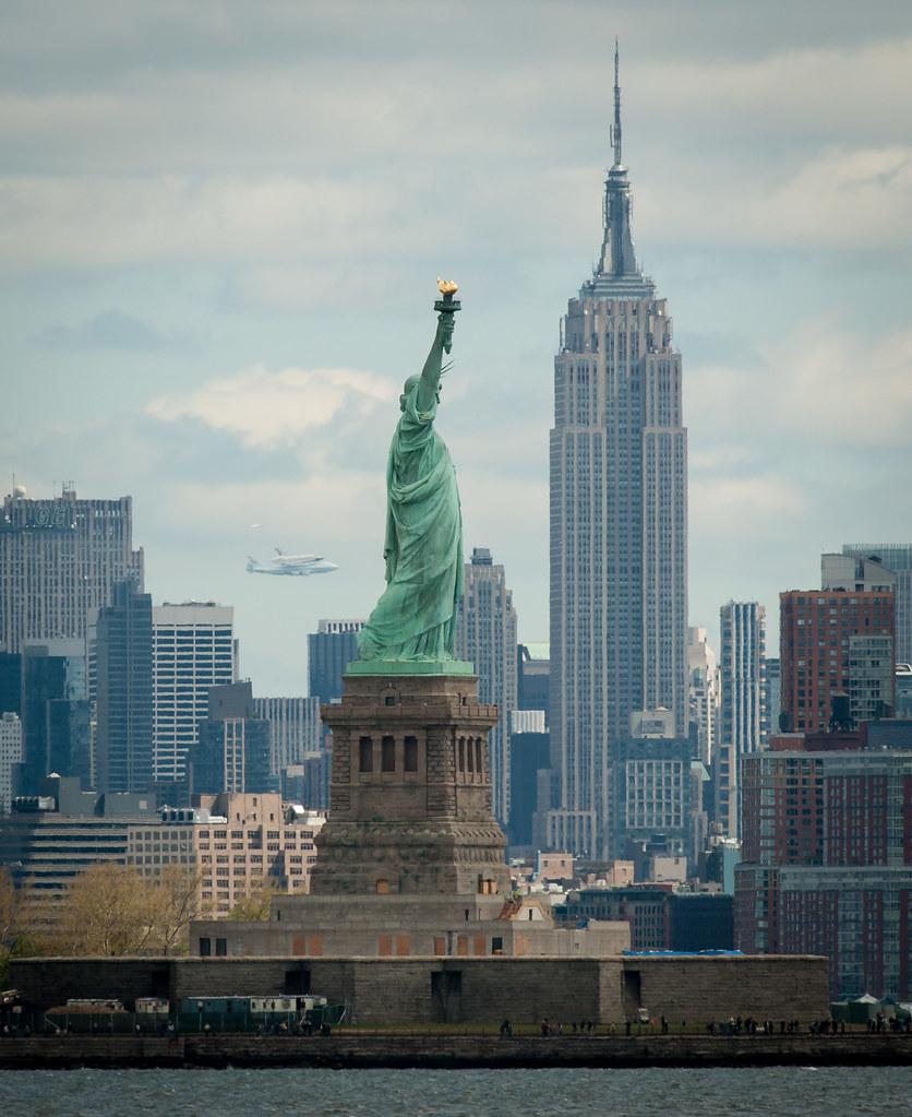 Shuttle Enterprise Flight To New York (201204270017HQ)