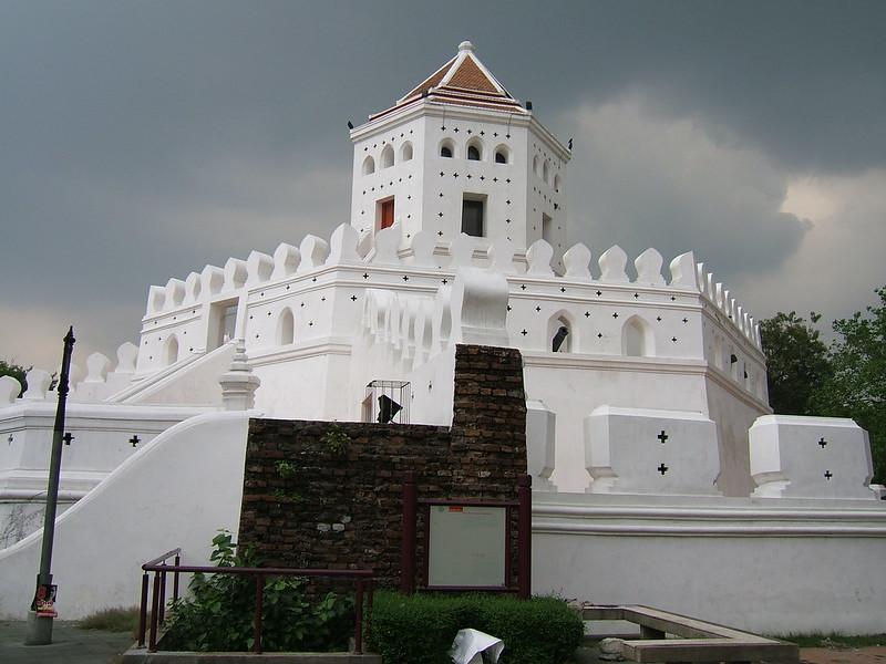 Phra Sumen Fort near Khao San Road
