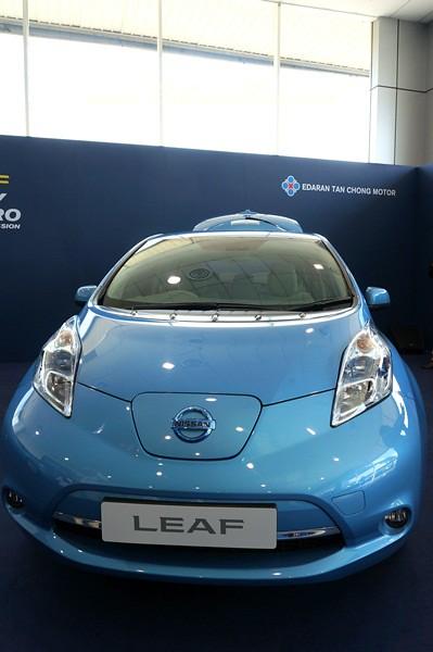 nissan leaf - all electric car-021
