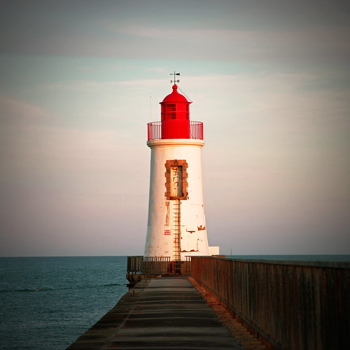 Le Phare Rouge by Boccalupo