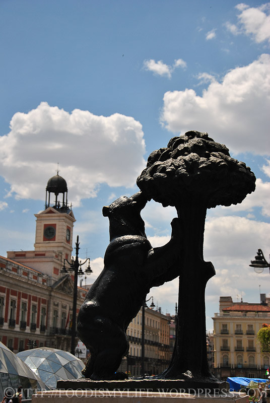 Bear and the Madroño Tree at Puerta del Sol