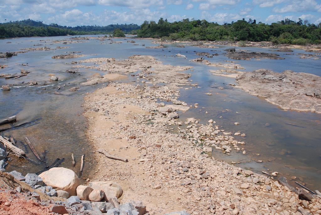 圍偃東側正在乾枯的河床