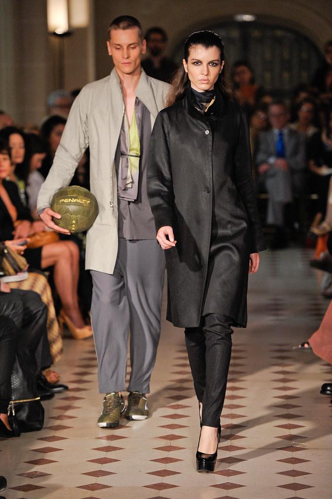 Tomek Szczukiecki3466_FW12 Paris Gustavo Lins Haute Couture(fashionising.com)
