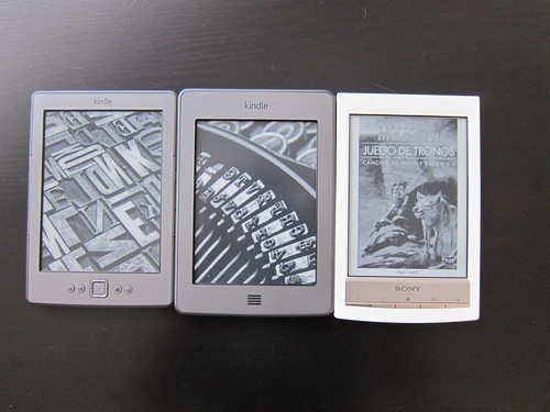 20120709_Kindle_touch_vs_Sony_PRSt1_002