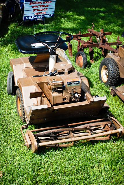 Old Riding Lawn Mowers : Old riding lawn mower careful with your fingers