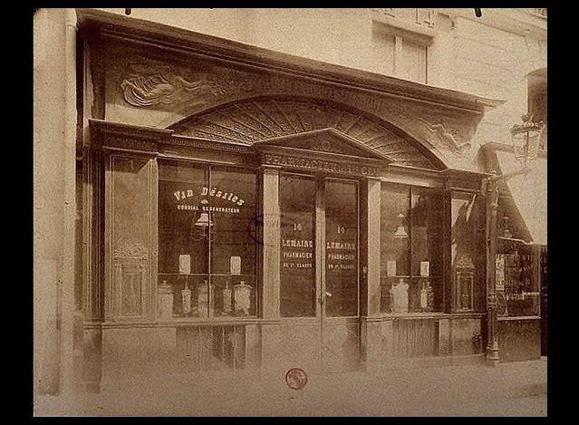 Lemaire pharmacien (Lescot apothicaire), 14 rue de Grammont à Paris en 1903 ou 1904 - photographie d'Eugène Atget