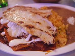 日, 2012-04-29 17:59 - Chilaquiles con pollo 鶏肉付きチラキレス