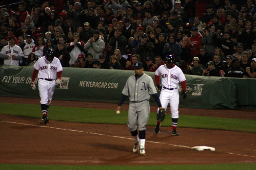 Crowd goes wild for Middlebrooks after an infield single