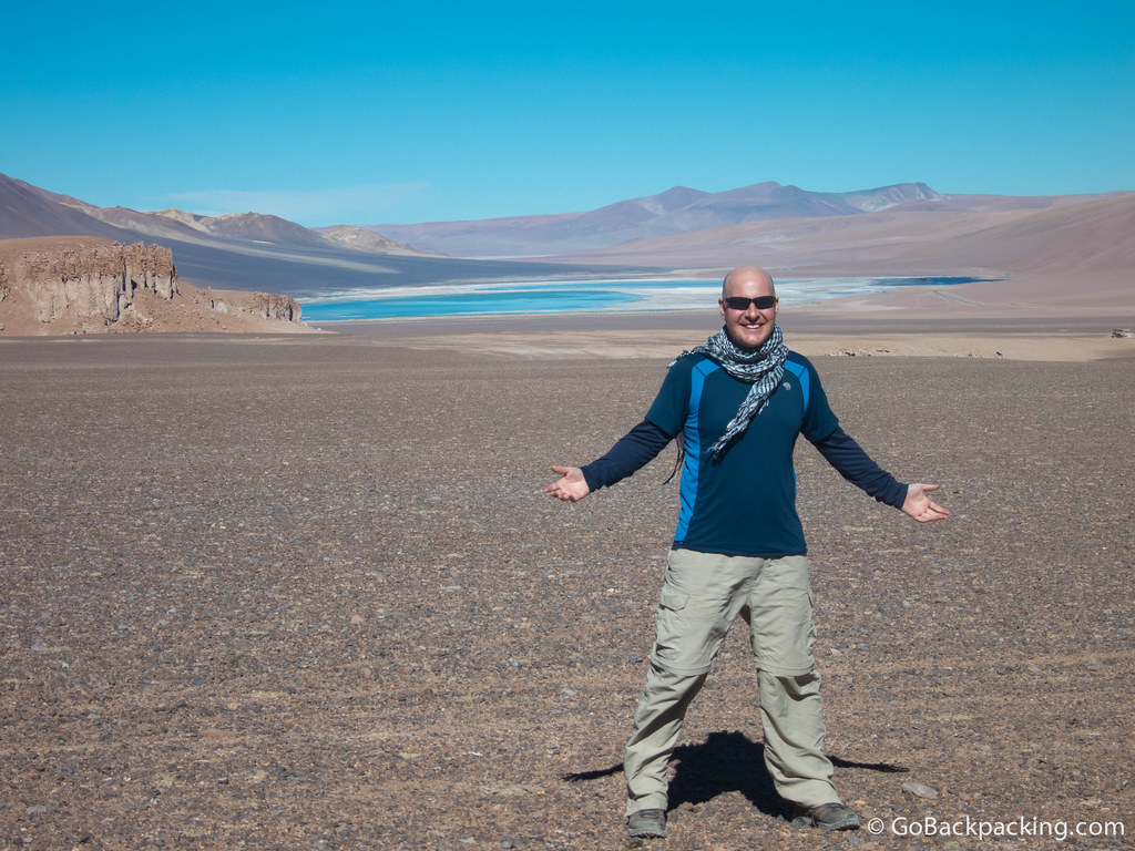 How does one pose in the desert? Here, I try to convey the vast expanse of space using only my arms.