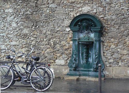 fontaine et vélo.jpg