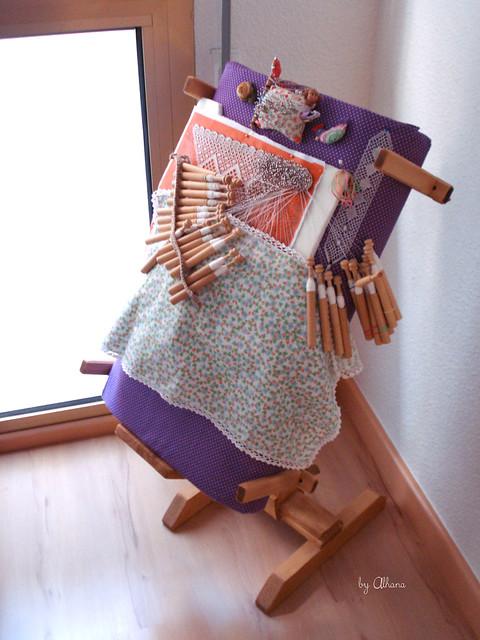 Bobbin lace stand