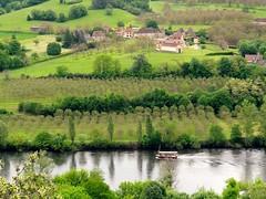Une gabare sur la Dordogne ~ A gabare on the Dordogne river