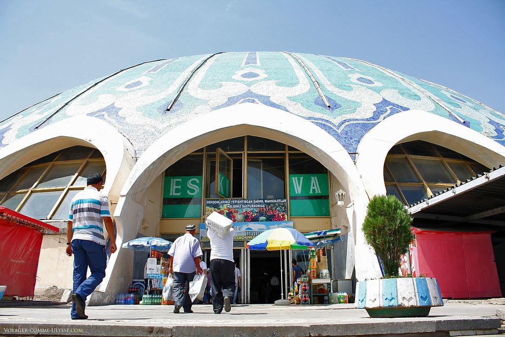 A grande cúpula do Mercado de Chorsu.