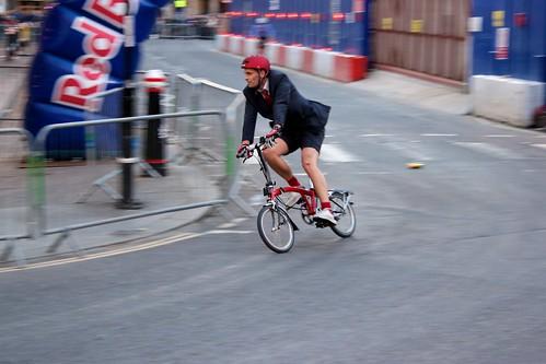 Cyklist på Hopfällbar Cykel