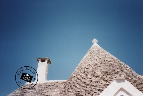 Alberobello - La particolarità del tetto by BurnEdThomas