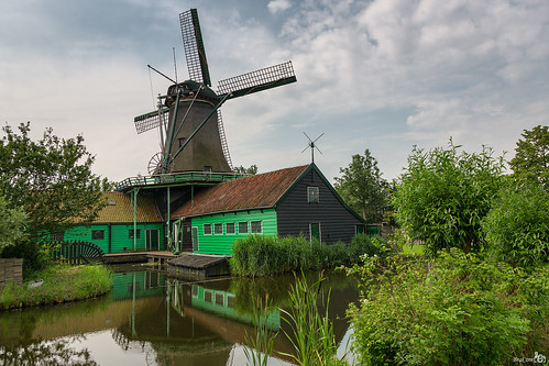 holland mill windmill clouds barn fence reflections nederland thenetherlands wolken explore historical molen noordholland hek schuur historisch spiegeling koogaandezaan oliemolen stellingmolen oilmill 1751 hetpink achtkantemolen bracom octagonalmill bramvanbroekhoven