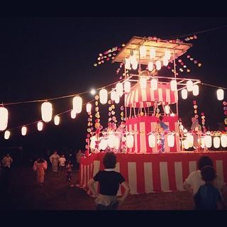 郷町会の盆踊りです。 ずんずんずんずんどこ~( ´ ▽ ` )