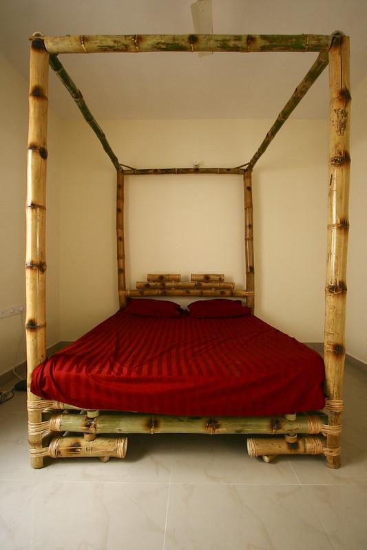Un lit en bambou cheese naan - Lit bambou baldaquin ...